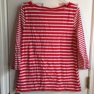 3/4 sleeve red striped shirt.