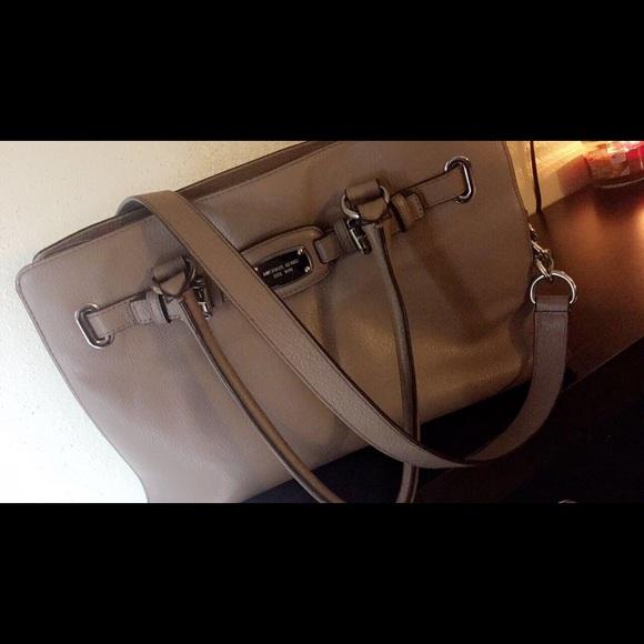 fa1427cb10ad26 Michael Kors Bags | Est1981 Khaki Purse | Poshmark