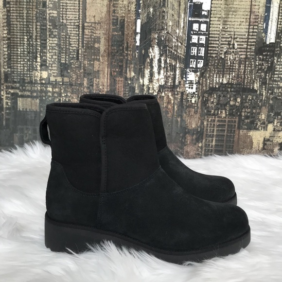 a68580fe260 🆕✨UGG Kristin Boots in Black 👢✨