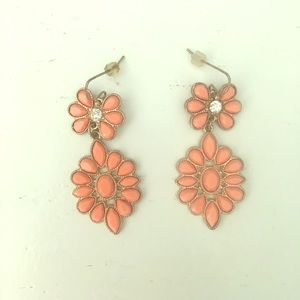 Jewelry - Peach colored dangly earrings