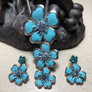 Blue flower necklace and matched by earrings