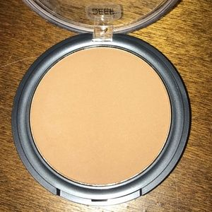 Cover FX Blotting Powder in Deep