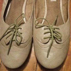 Cream and Olive Steve Madden Ballet Oxfords
