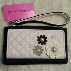 Betsy Johnson NWT Pink And Black Wristlet /Wallet