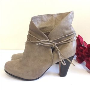 Dolce Vita 8M  Taupe Wish Ankle Boot Bootie