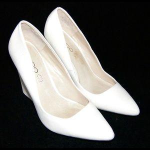 ALDO 'Cirrito' White Leather Pointed Court Wedges