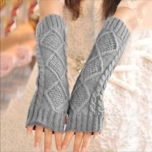 Accessories - 3/10$🔴SALE Cable knit fingerless gloves!
