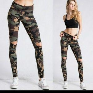 Pants - Camo leggings under 25
