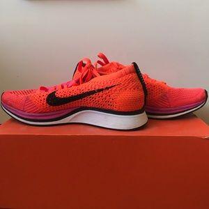 Nike Flyknit Racer - Pink Flash Crimson