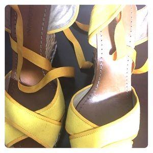 Gorgeous yellow DG summer wedge.
