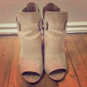 Shoedazzle Tan Heels