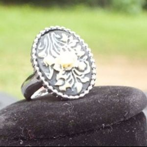 Jewelry - Sterling Silver Ring With A Yellow Flower Pattern