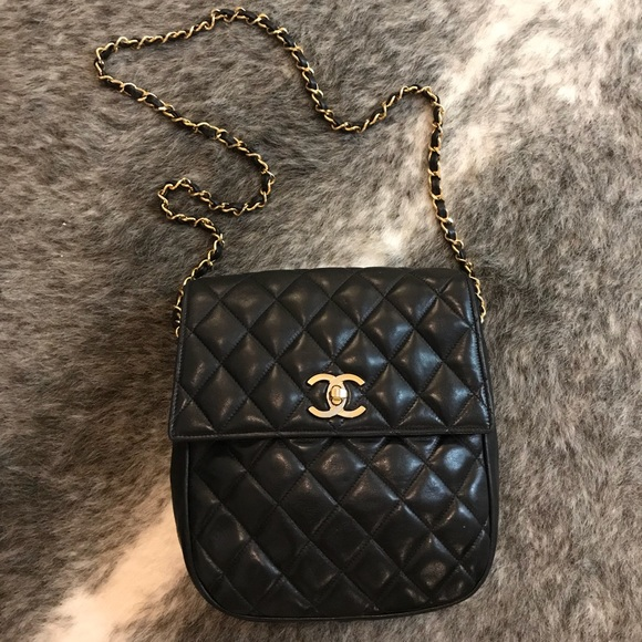 b091fad32122 CHANEL Handbags - Vintage black quilted leather Chanel shoulder bag