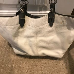 Coach leather purse  used in good condition