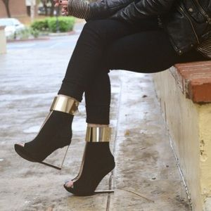 Jeffrey Campbells Roni MC Clear Booties