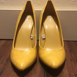 Mossimo yellow pointed toe pumps