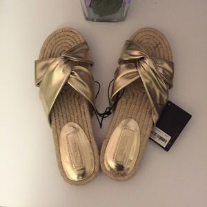 Forever 21 gold criss cross sandals NWT.
