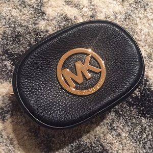 🍩Michael Kors leather pouch 🍩