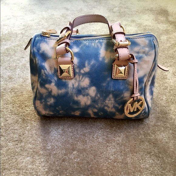 Michael Kors Handbags - EUC Cute Michael Kors Satchel - Blue, Cream, Gold