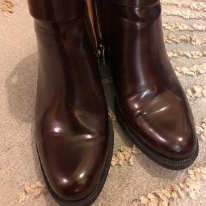Low heel wine booties