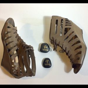 JustFab Wedge Gladiator Sandals. Size 9 Brown3/$30