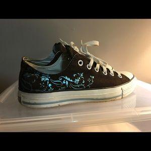 low top Converse sneakers - size 9 women's