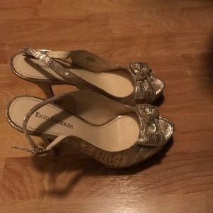 Enzo Angiolino gold open toe pumps - size 8