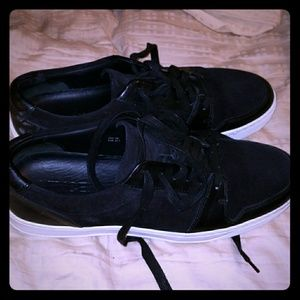 Vince size 9 black sneakers