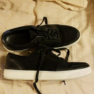 Vince Shoes - Vince size 9 black sneakers