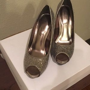 Silver sparkle heel worn only once