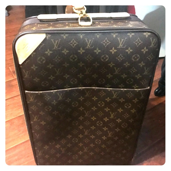896d10792daf Louis Vuitton Handbags - Authentic Louis Vuitton Pegase 55 Carry-on
