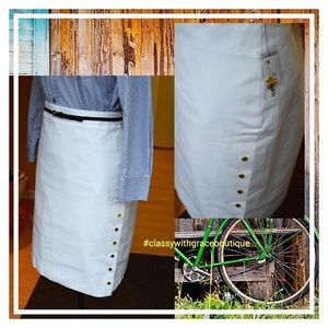 Skirt comes with belt