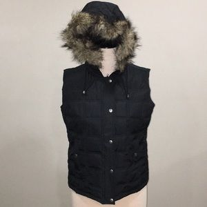 LADIES LARGE GAP PUFFER VEST WITH FAUX FUR HOOD