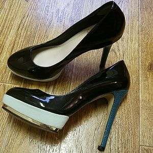 Vince Camuto black and green heels size 7