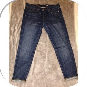 Low rise ankle jeans gently worn.