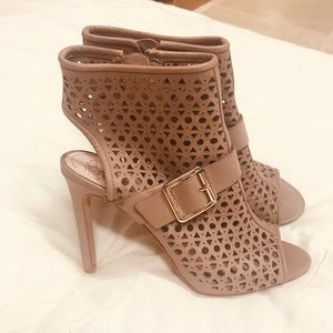 VINCE CAMUTO Shoes almost new 6 1/2