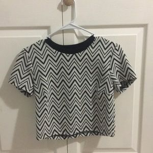 Cropped dark grey zig zag, black collar.