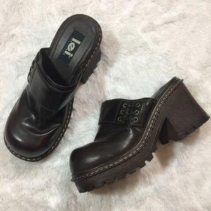 837acc2b46e60 LEI Vintage 90s Chunky Mule Heels Brown Size 10