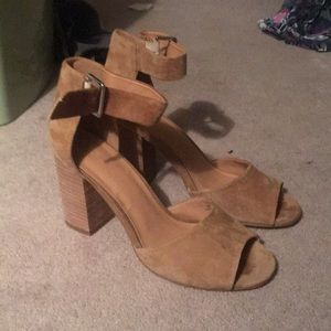 Urban Outfitters light brown suede heels