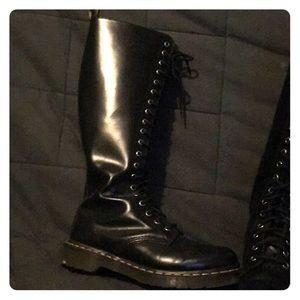 Dr. Martens 20 eye 1660 boots