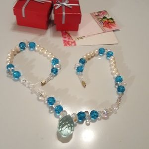 BEAUTIFUL CRYSTAL AND FRESH WATER PEARL NECKLACE