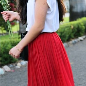 • f21 • red pleated maxi skirt