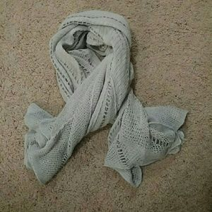 Light gray scarf