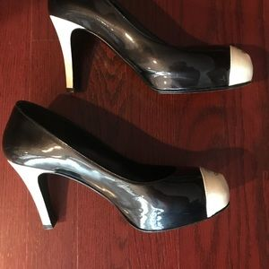 Gorgeous Chanel patent leather pumps shoes 36.5