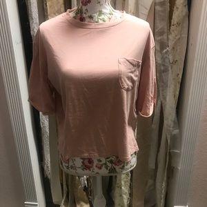 Tops - Cute flowy t shirt