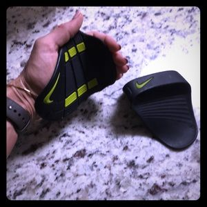 Nike Rubber Weight lifting Gloves • OS
