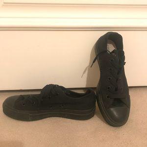 Black on black converse size 6