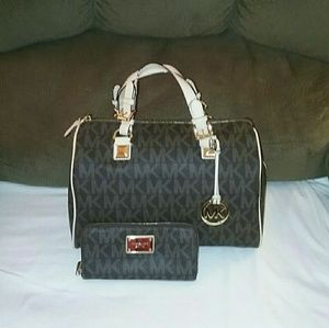Michael Kors Grayson with matching wallet