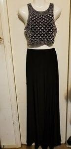 Beautiful 2 Piece Size 6 Gown/Dress