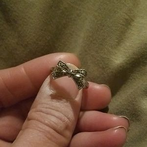 Beautiful delicate bow ring